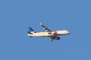 SAS fly med Boeing 737 som jeg tilfeldig hadde et bilde av selv frakter oss ned og her er punktligheten høy - ingen forsinkelser. Flyet går klokken 11.00 og lander i Paris klokken 13.20