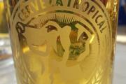 Ikke rart at de tar seg en øl da, med Molly på øl glasset