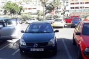 Må vel være fronten på en Renault Laguna eller så hadde han ikke klatret opp på taket lørdagskvelden
