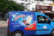 Neste bilde kom like etterpå så det er ikke Vidar som er arrestert, det vi ser her er en Renault Kangoo med Maxibon kake reklame