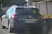 Vi kjører ikke 100 meter en gang før vi registrerer den første Renault-en. Dette lover bra for Renault