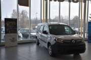 Den neste må jo være en Renault Kangoo, men er den elektrisk? Hvordan kan du se det fra utsiden når ikke reg. nummeret er der?