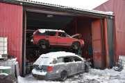 Før en bil går i pressa, må all olje ut, dekk vekk og sikkert mange andre ting også