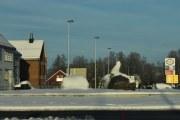 Rundkjøringa på Skarnes, ser bare to rever her nå. Er en stjålet igjen nå?