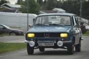 Men så dukker plutselig junior opp i sin Renault 12 og vi for bare en kald hånd som hilsen