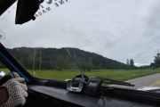 Tenkte jeg skulle ta et fint bilde av hoppbakkene og hastigheten vi kjørte i men så ble det ikke. Den ville ikke vise meg det jeg så, men vi ser ved siden av at klokken er 13.23