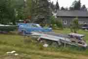 Det er mye rart å se på veien som denne blå Volvoen som tydeligvis bare går i løp