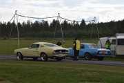 Vi prøver igjen, to nye biler. Fra? Ikke sant, du har lært det nå, alltid fra venstre. En Ford Mustang fra 1967 og en Ford Mustang  fra 1968