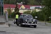 Her svinger det inn en Jaguar MARK 11 som er en 1961 modell. Her kommer det biler i alle prisklasser