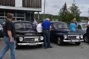 Her har vi nesten to like Volvo-er, den til venstre er en Volvo PV.44404, 1957 modell og den til høyre er en Volvo PV-544, 1961 modell