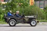 Ny bil eller skal vi si Jeep? Her må jeg gjette litt, U.S.A.F. og så står det 35 på siden. Kan det være en Willy jeep?