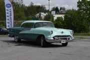 Her kommer det flere, dette er en Oldsmobile 98 Holiday, 1955 modell