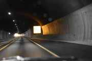 Tar jeg ikke helt feil nå kjører vi inni Teigkamptunnelen som er 3747 meter lang