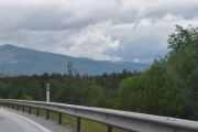 Begynner å bli store fjell og ser du ørnen langt der oppe, midt i bildet?