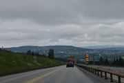 Nå nærmer vi oss Hamar, du ser bautasteinen på høyre side