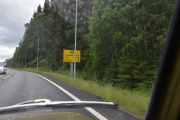 Så kommer det endelig et skilt som vi kan lese, bare 16 km til Fåvang