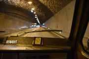 Tunnelen er 4164 meter lang og går under tettstedet Hundorp og leder gjennomgangstrafikken utenom sentrum