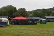 Trønder-gjengen har satt opp teltet allerede, da kan vi være inne som ute etter hvilket vær vi har