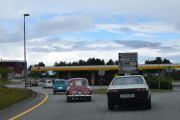 Turen til Vuddu Valley - Vi stopper ved en bensinstasjon slik at de som trenger å fylle opp tanken kan få 98 oktan