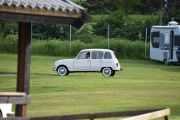 Samtidig er det en ny Renault 4 som prøver å lure seg over plassen uten og bli oppdaget. Vi tar en titt litt senere
