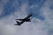 Innimellom bilpausene tar vi bilde av et og annet fly som går over her