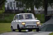 Her kommer de opp igjen for å hilse på oss i sin Renault R 1190  fra 1967