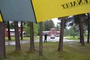 Hva annet gjør man når det regner, tar bilder under en paraply