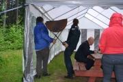 En genial ide, ta grillene inn i teltet