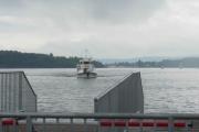 En båt er på vei inn, det er nok den vi skal ta til Hovedøya