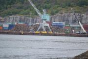 Hovedøya - Litt videre til høyre ser vi en søppelfylling plass, dette er vel spesial avfall som blir hentet med båt og som skal til utlandet