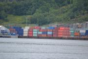 Hovedøya - Litt videre ser vi container havna