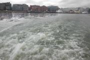 Nå øker båten litt på farten