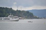 Hovedøya - Her kommer M/F Oslo VIII som går i rutetrafikk mellom øyene, tro hvordan det går med den lille robåten nå