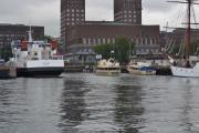 Huldra til venstre, en av de eldre Nesoddbåtene og båten til høyre går vel til Huk og Lanternen