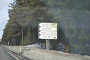 Nå går vår ferd videre til Hamar, det var synd vi ikke rakk å se filmen da vår personlige mekaniker kjører fra en gjeng med Porsche´r i en Renault Clio V6 på Vålerbanen