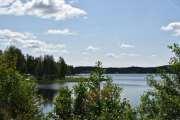 Sjøen er stor og her tror jeg det også er en campingplass. Kan den hete Tangen camping?