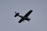 Morten 28 august 2020 - LN-NRF over Høyenhall, det er et Cessna 172S Skyhawk som Nedre Romerike Flyklubb eier