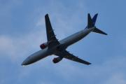 Morten 24 august 2020 - Stort fly over Høyenhall, står det Airlines på siden?