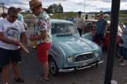 Fredag - Vi rusler videre og neste bil er ganske omringet, men det er en Renault 4 R 1124 Super fra 1963 med en motor på 33hk
