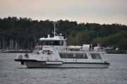 Her ser vi en av båtene som går over til Hovedøya, Oslo X som er bygget i 1998 og har plass til 240 passasjerer