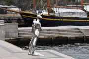 Dykkaren heter denne skulpturen her, laget av rustfritt stål og skuer ut mot Oslofjorden. Den ble satt opp på Honnørbrygga i 2014