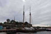 Ikke noe er å se en gammel båt med master, de hører hjemme her ved bryggene
