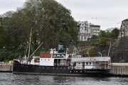 Vi passerer enda en veteranbåt som jeg ikke kan navnet på