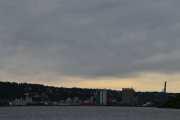 Tar jeg ikke feil nå så ser vi mot Sjursøya som nå er en halv øy, den var opprinnelig en frittliggende øy men det er lenge siden