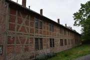 Det er Lavetthuset fra 1847-1848 som var et lagerhus for militære og senere ble ombygd. Men det kan du lese om selv