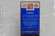 Krutthus, her er skiltet. Et av de fire krutthusene som er plassert rundt på Hovedøya