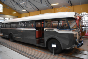 Det er en gammel Volvo fra 1953 som Ringeriksruten A/S hadde, nå må vi se om det er den samme bussen jeg tok til Hønefoss