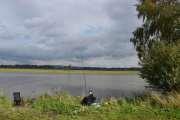 Vi rusler videre og ser mange som fisker her også