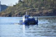 En Pelikanbåt er på vei innover også