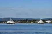 Her ser vi begge Nesoddbåtene, en på vei ut og en på vei inn